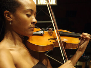 Melissa White plays violin