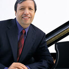 Pianist Murray Perahia