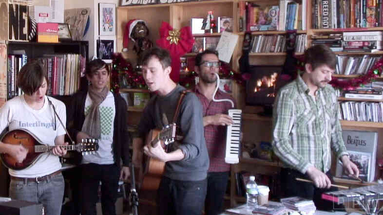 The charming London indie-folk band Fanfarlo performs a holiday-themed set in the NPR Music offices.
