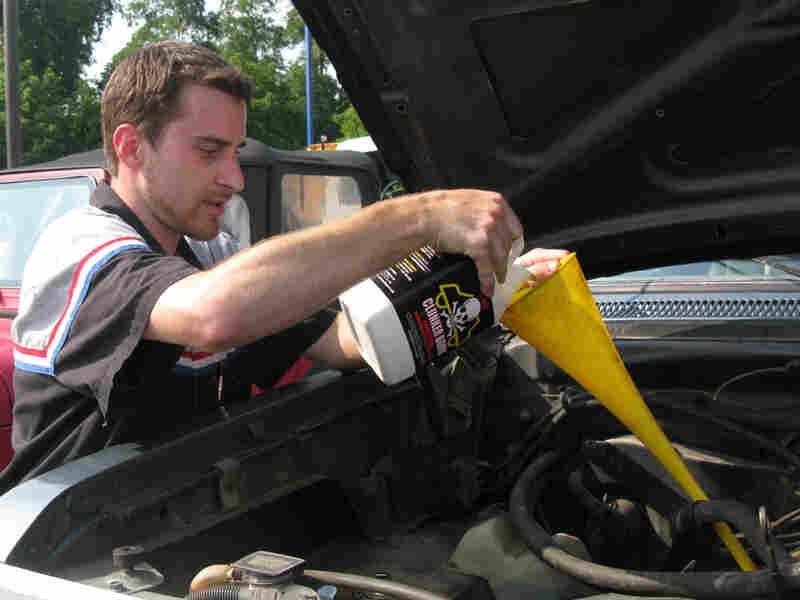 "Mechanic Danny Smith ""kills"" a 1987 Dodge Ram"