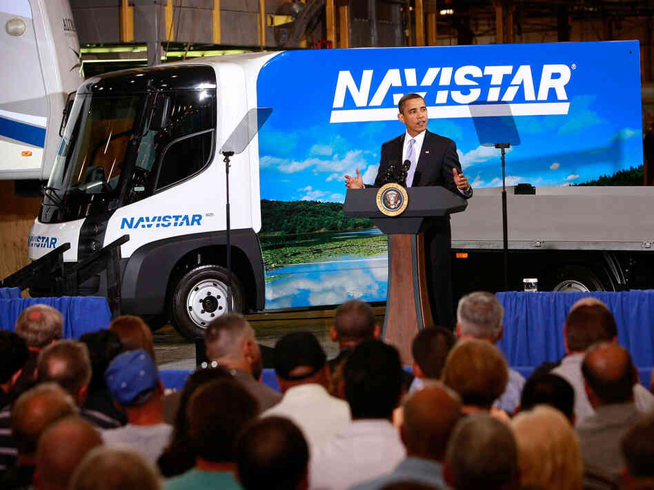 President Obama speaks to workers at the Monaco RV manufacturing facility in Wakarusa, Ind.