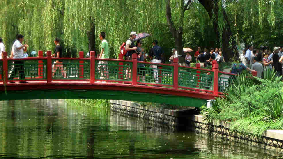 Wide: Changpuhe's Magpie bridge symbolizes good luck and romance.