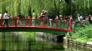 Wide: Changpuhe's Magpie bridge symbolizes good luck and romance.