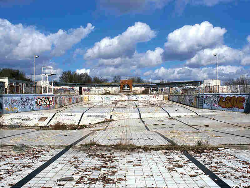 Abandoned Uxbridge Lido, Uxbridge