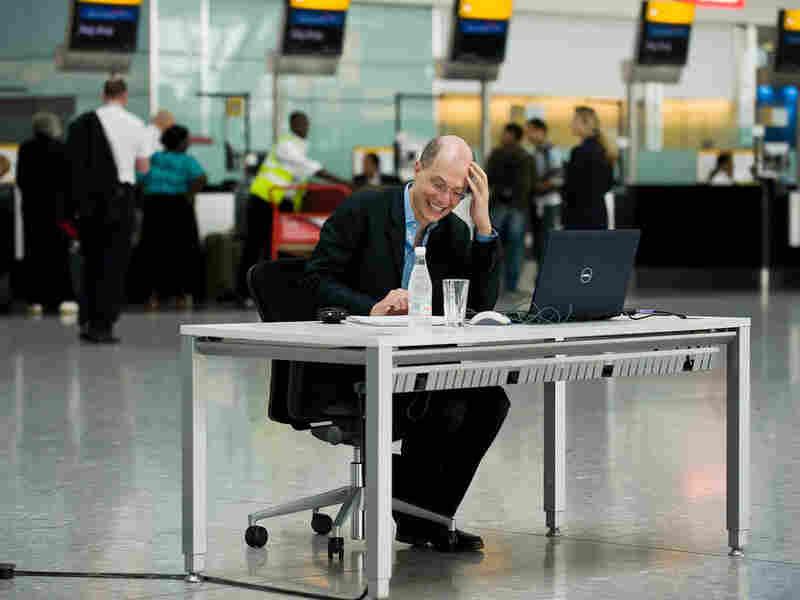De Botton at Terminal 5 (Getty Images)