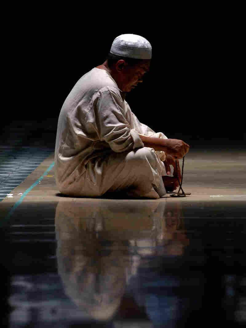Vertical Muslim prays during Ramadan