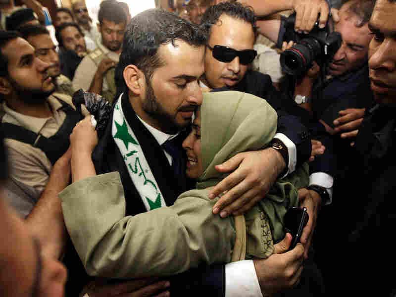 Iraqi reporter Muntadhar al-Zeidi embraces his sister