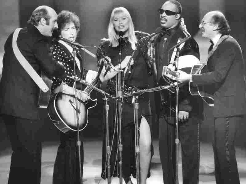 Paul Stookey, Bob Dylan, Mary Travers, Stevie Wonder and Peter Yarrow