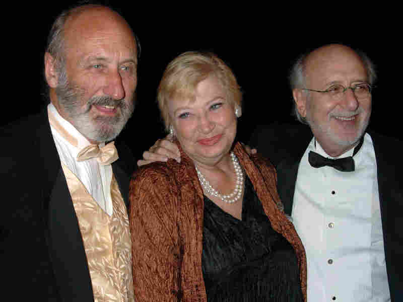 Mary Travers is flanked by Noel Paul Stookey (left) and Peter Yarrow