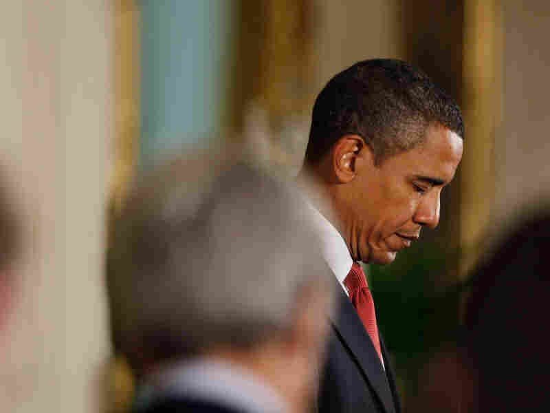 Obama Bowing in Prayer