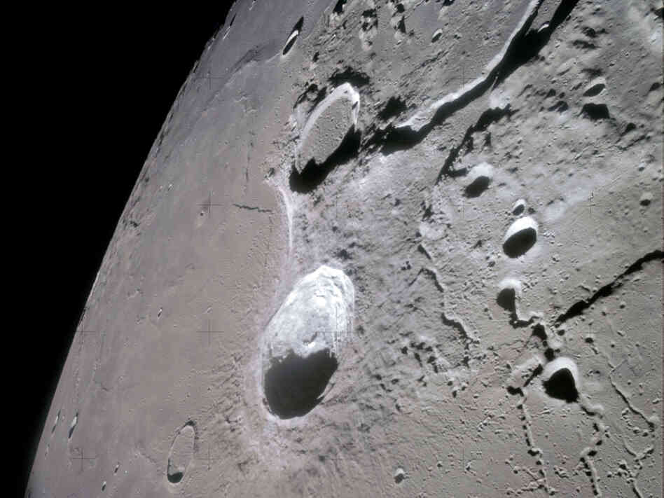 Spacecraft Found On Moon - Pics about space