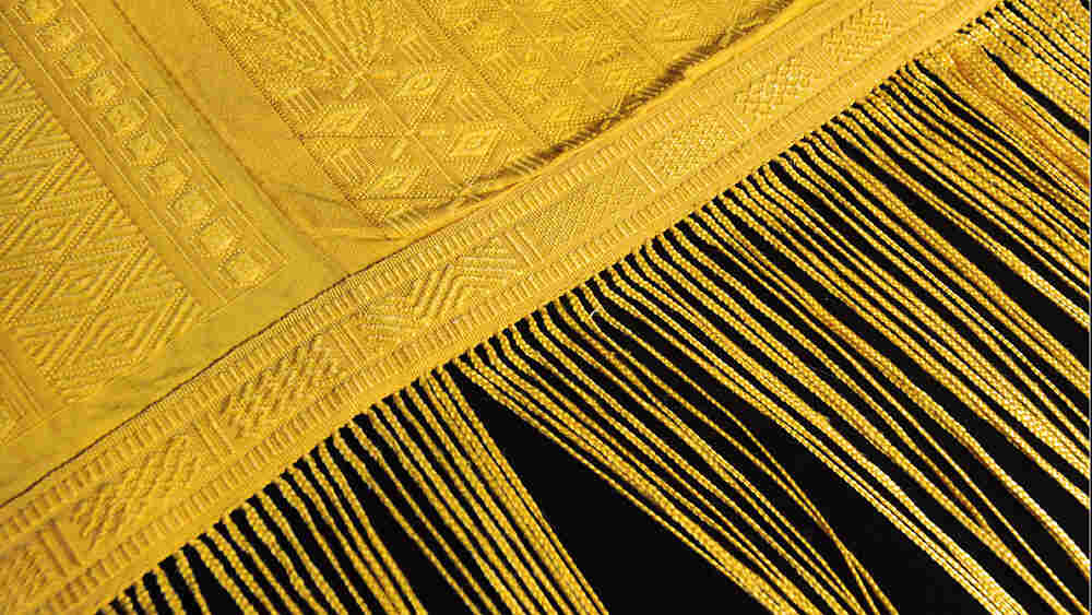 Tapestry made from the silk strands of golden orb spiders
