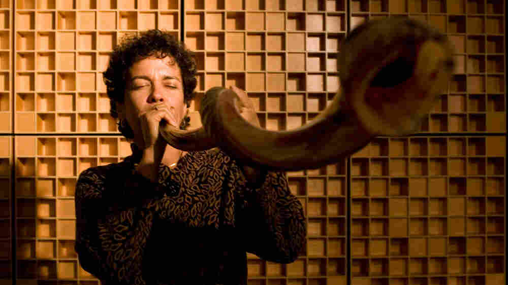 Jennie Litvack blows the shofar