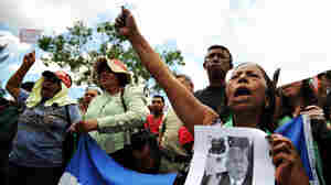 Supporters of deposed Honduran President Manuel Zelaya