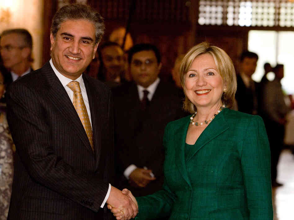 U.S. Secretary of State Hillary Clinton with Pakistani Foreign Minister Shah Mehmood Qureshi