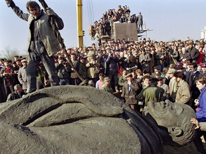 Romanians dismantle a statue of Lenin in Bucharest in 1990.