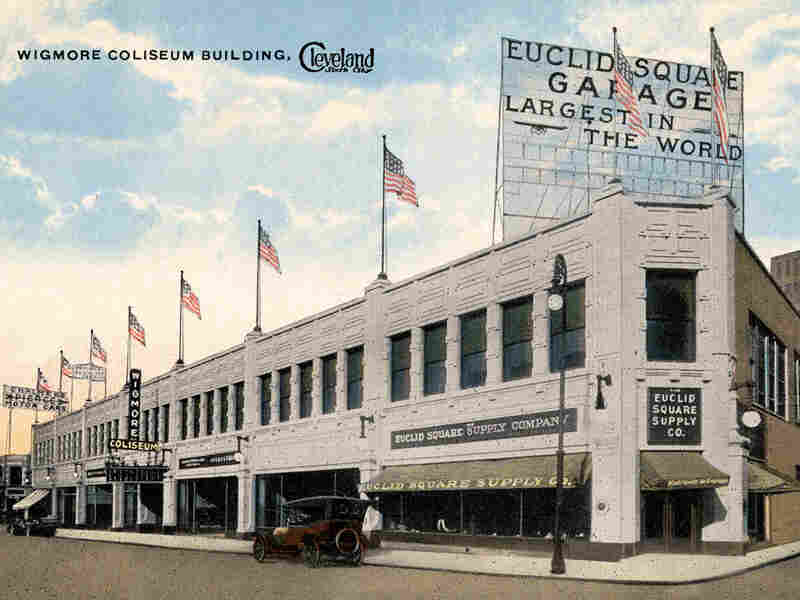 A 1920s postcard of the Euclid Square Garage in Cleveland.