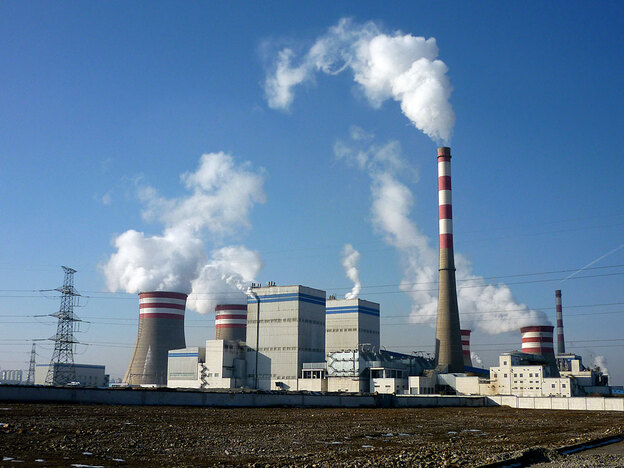 Paradoxically, new coal-fired power plants, with 13.6 million kilowatts of capacity, will be added by 2020 in Jiuquan to back up the gigantic new wind power project. This is a coal-fired power plant in Jiayuguan, Gansu province.