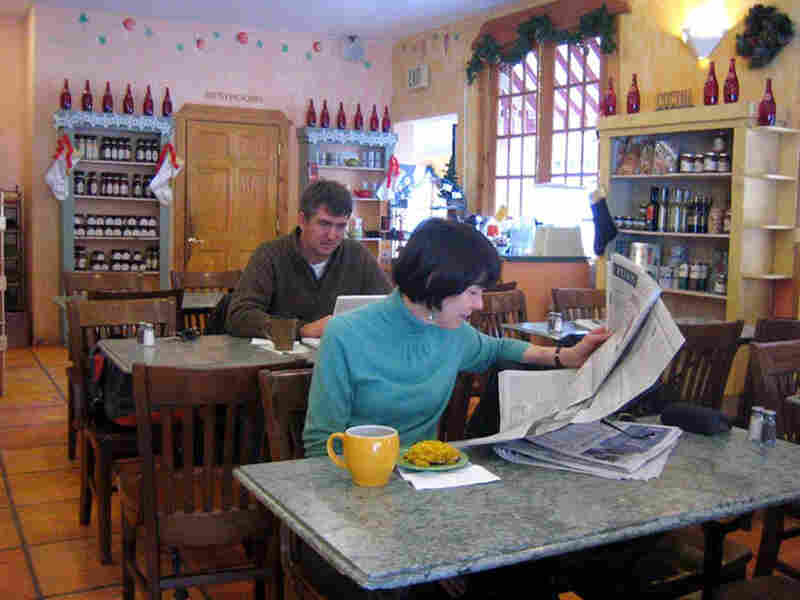 Cucina Deli customers Linda Price and Sam Wheatley enjoying cofee and a bite to eat.