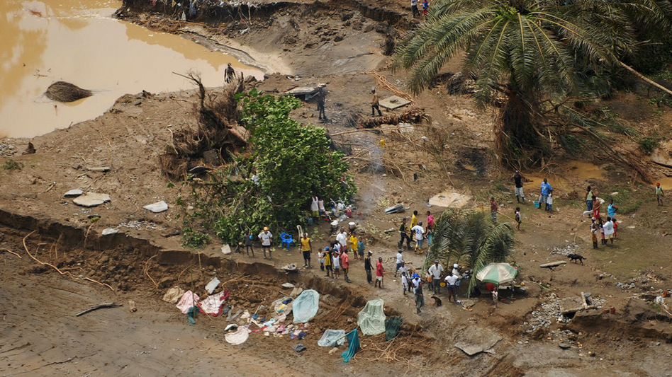 Flooding of the Mira and Telembi rivers in the Narino province of Colombia left approximately 30,000 people homeless and destroyed 62 villages in February 2009. Displaced families have been forced to take refuge in the crowded and crime-infested city of Tumaco.