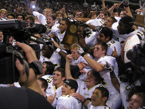 The 2009 Abilene High School Eagles hold their championship trophy.