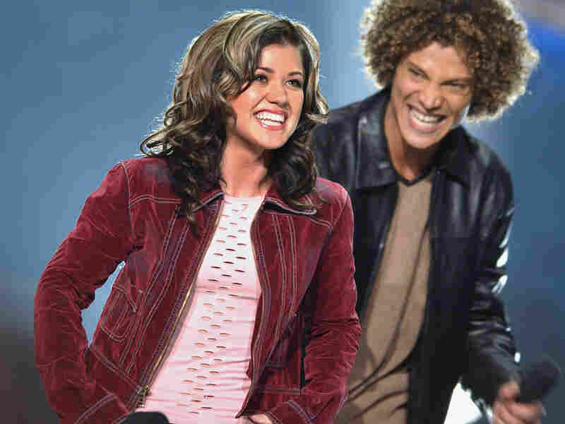 Kelly Clarkson and Justin Guarini react to Clarkson winning the first season of 'American Idol.'