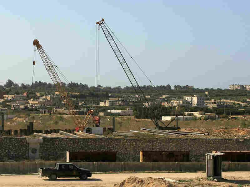 Construction of barrier between Egypt and Gaza under way