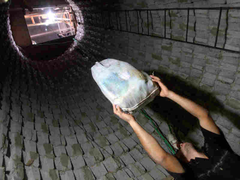Goods lifted out of smuggling tunnel between Egypt and Gaza