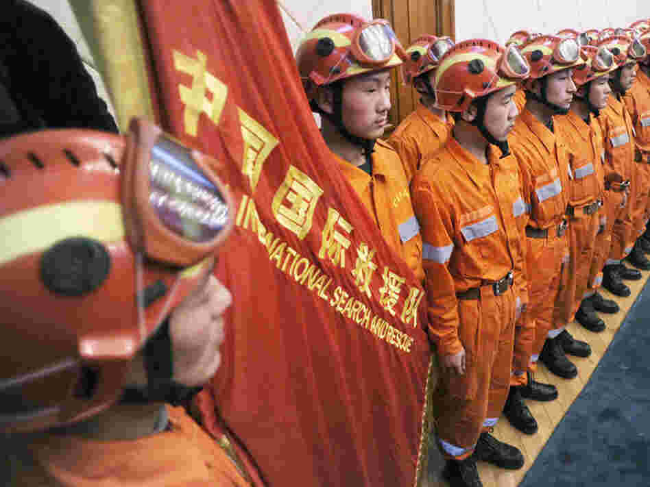 Chinese rescue workers head for Haiti