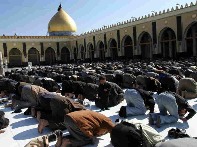 Iraqi Shiites attend Friday prayers
