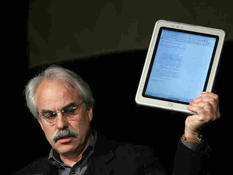 Tom Bodkin of The New York Times holding a tablet computer in 2006