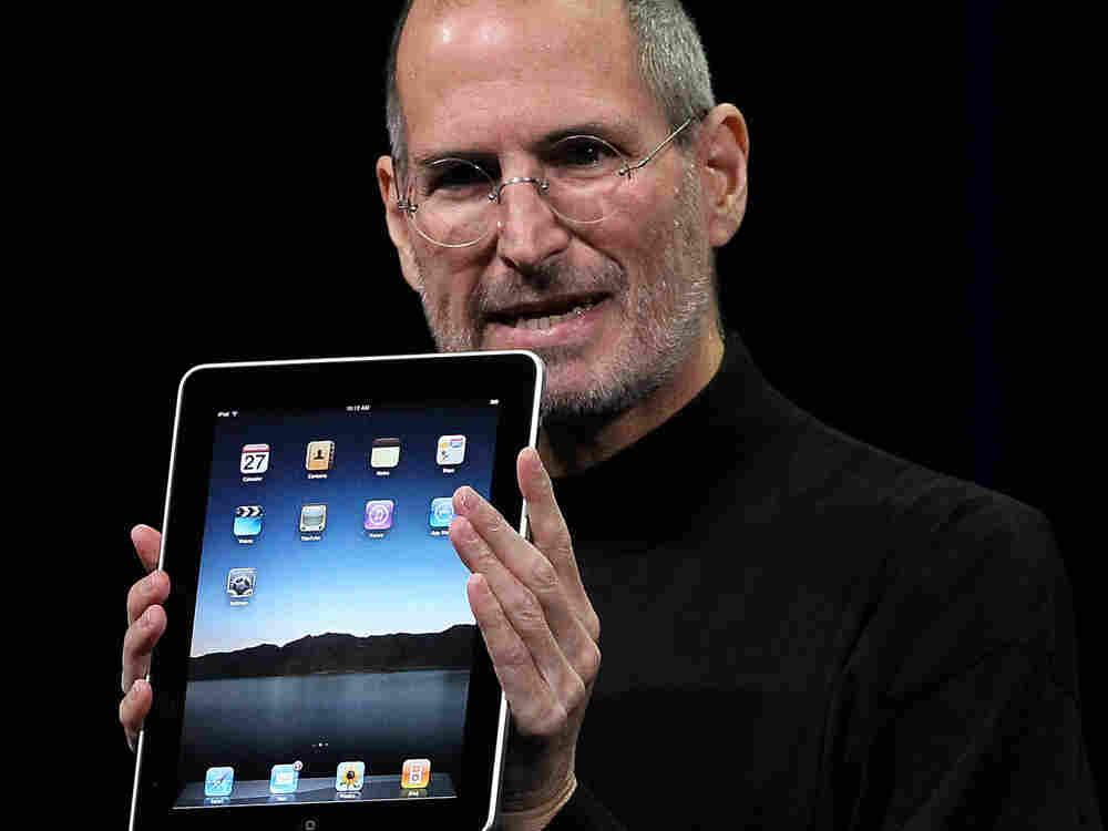Steve Jobs introduces Apple's new iPad tablet computer. Photo: Jose Sanchez, AP.