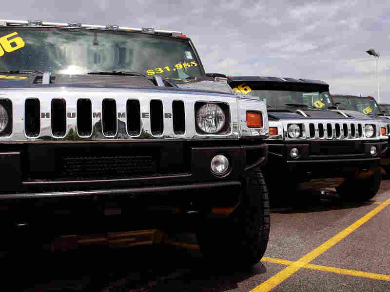 Hummers for sale at a dealership in Illinois