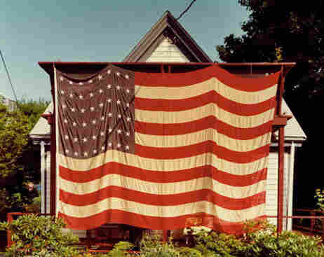 Flag, Provincetown, July 4th, 1983 (Joel Meyerowitz/Courtesy of Edwynn Houk Gallery)
