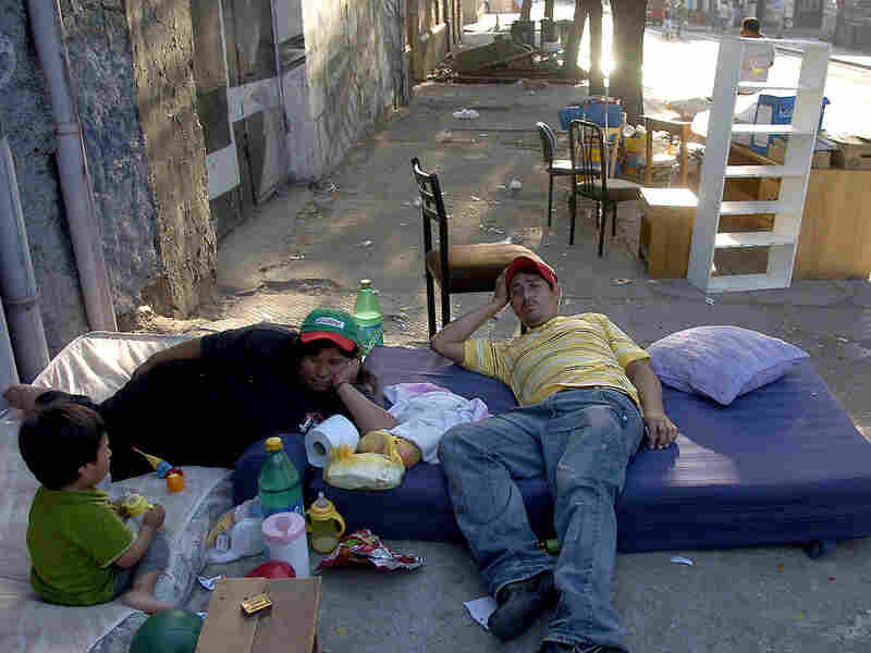 A family rested on mattresses set out on a street in Santiago's Yungay neighborhood.