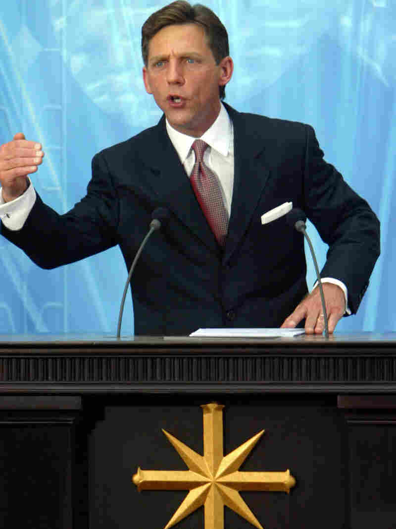 Church of Scientology leader David Miscavige speaking in Madrid in 2004