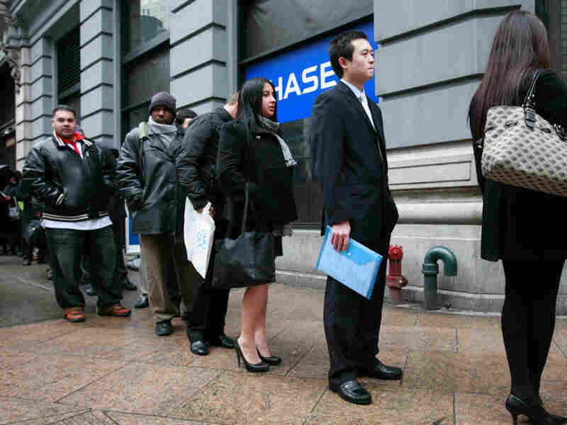 Tan Ruihan (second from right) waited in a line to enter a job fair last month in New York.