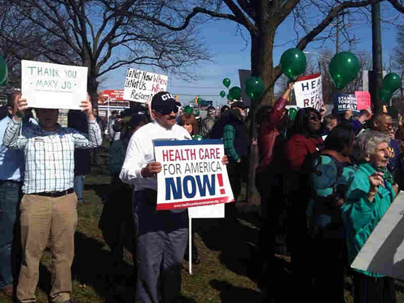 Protesters at two opposing health care rallies in Columbus, Ohio, on Tuesday.