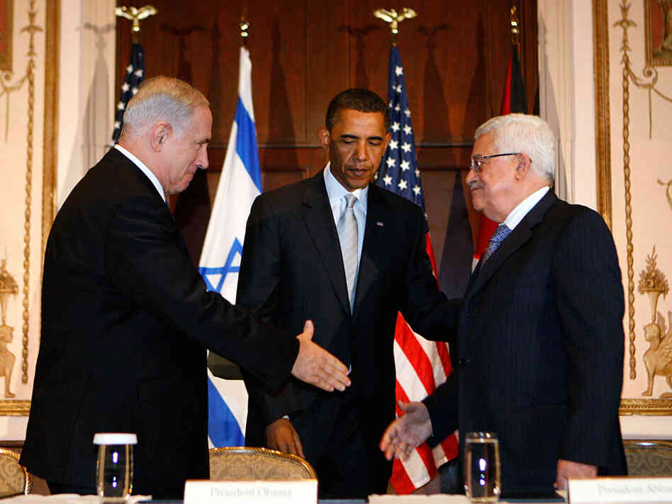 Obama watches as Netanyahu and Abbas shake hands