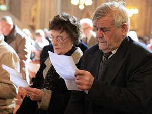 Church Goers Read Pope's Letter