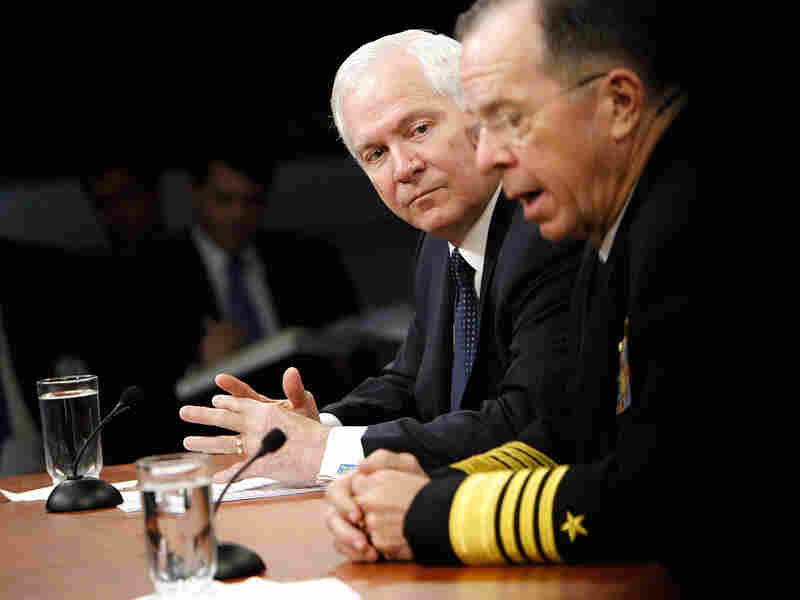 U.S. Secretary of Defense Robert Gates (left) and Joint Chiefs Chairman Michael Mullen