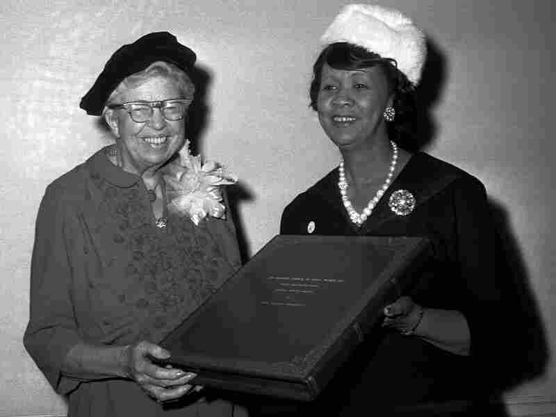 Dorothy Height presents Eleanor Roosevelt with the Mary McLeod Bethune Human Rights Award in 1960.