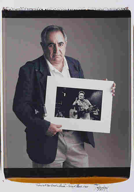 Jim Marshall with his iconic image of Johnny Cash. (Courtesy of