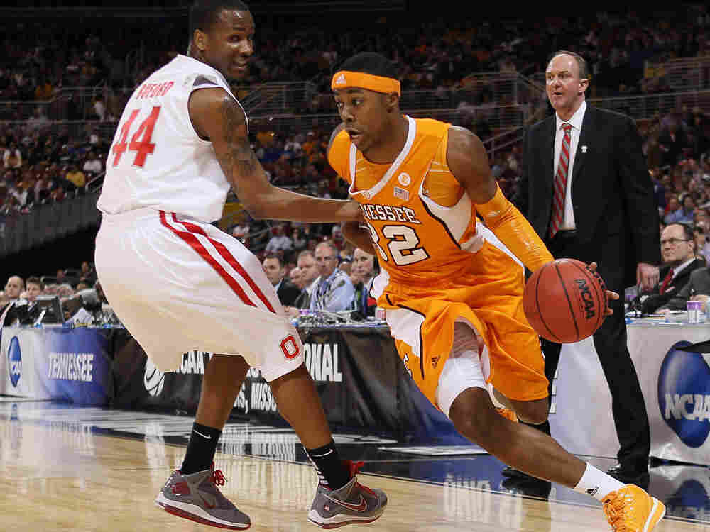 Scotty Hopson of Tennessee drives on William Buford of Ohio State.