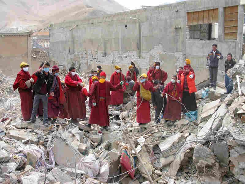 Tibetan Buddhist monks look for survivors in Jiegu