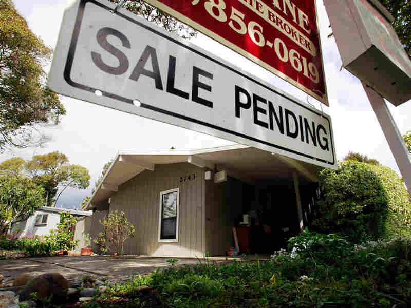 "A ""Sale Pending"" sign in Palo Alto, Calif."