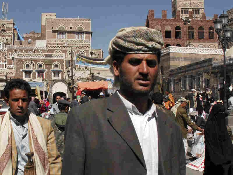 Yemenis on street