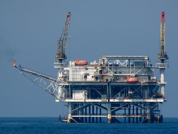 An offshore oil rig is seen in the Catalina Channel near Long Beach, Calif., in 2008.  On Monday, Gov. Arnold Schwarzenegger withdrew his support for a controversial new offshore oil drilling project off the Santa Barbara coast.