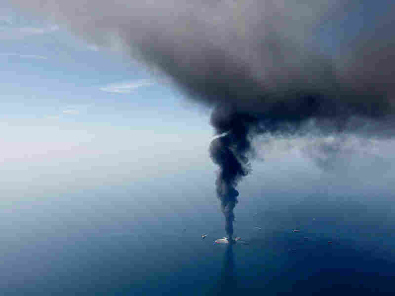 The Deepwater Horizon oil rig burns