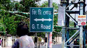 A sign directs travelers to the start of the Grand Trunk Road in Calcutta.